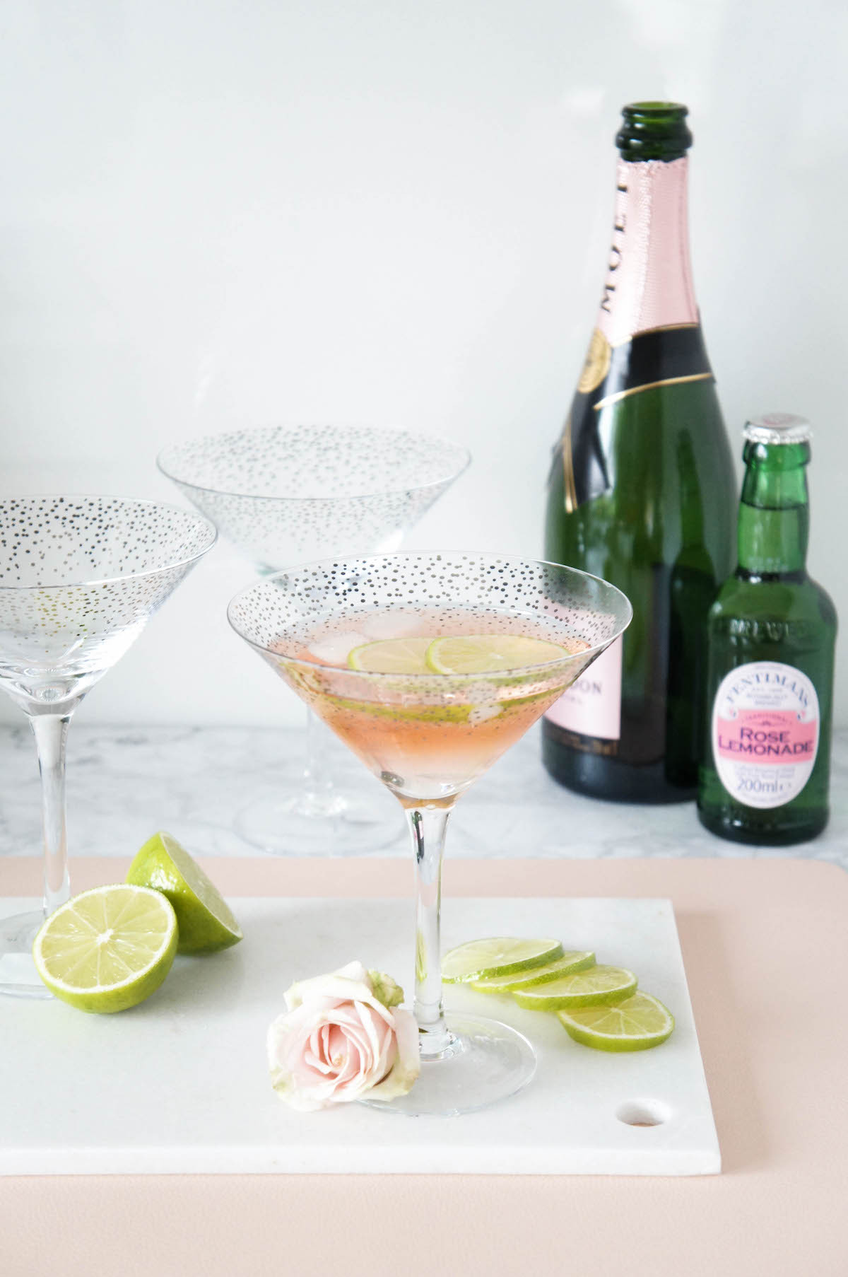 Cocktail_Longdrink_Fentimans_Rose_Lemonade_Rose_Champagner_Sekt_Madelsabend_Rezept_Sektglaser_Gold_rand